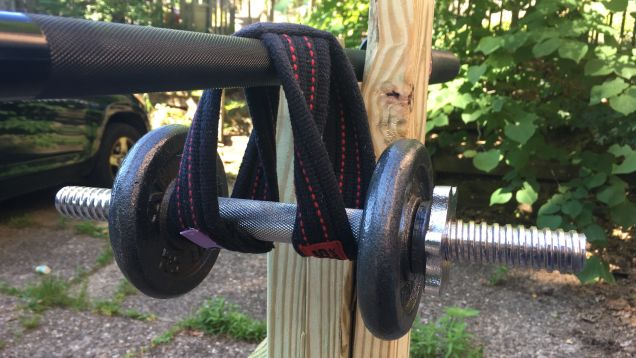 How to Safely Hang Dumbbells From a Barbell